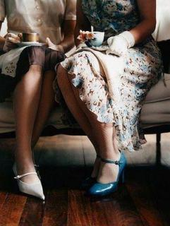 doua femei la un ceai friend