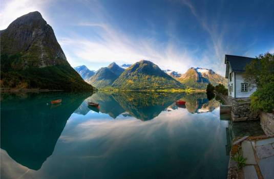 perfect-lake-norway