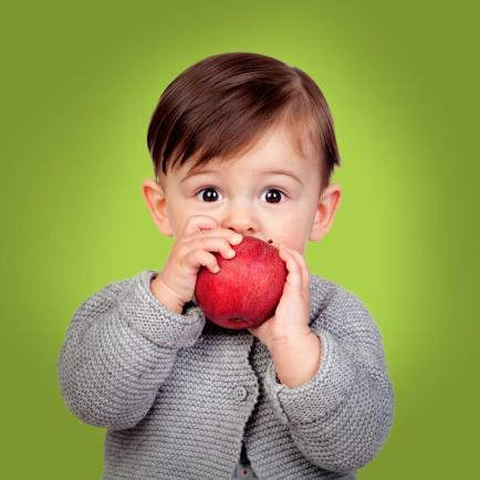 boy-eating-apple kid