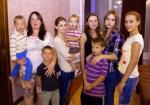 Vaduva Elena Velichko cu cei 8copiii