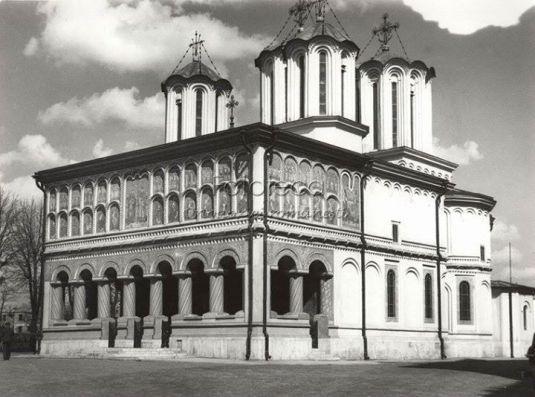 *poza apartine Fototecii Ortodoxiei Romanesti. http://fototecaortodoxiei.ziarullumina.ro/catedrala-patriarhala