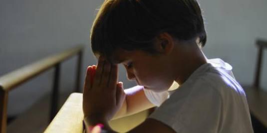 boy praying pray