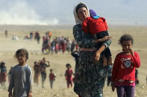 O poza din 2014 cu o mama si copiii ei, fugiti din casele si orasele lor din Siria. Photo credit