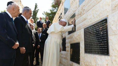 Papa Francisc judecat de Sanhedrin