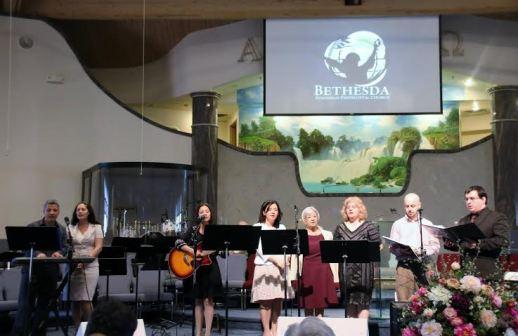 Familia Oaida Biserica Bethesda Troy Michigan