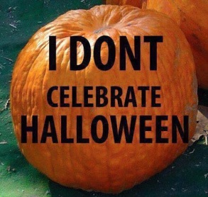 "Traducere: "" Noi (crestinii) nu sarbatorim halloween!"""
