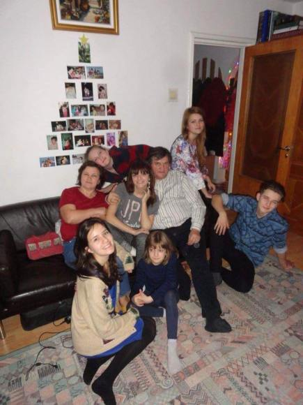 Familia Cristi Tepes Photo Vicki Sasu