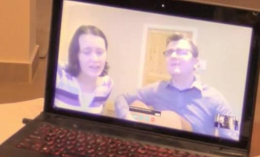 Marius si Ruth Bodnariu canta 'Mereu 'nainte si vom invinge..'