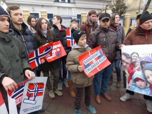 Protest Ambasada Norvegiei in Chisinau, Moldova pentru familia Bodnariu 3