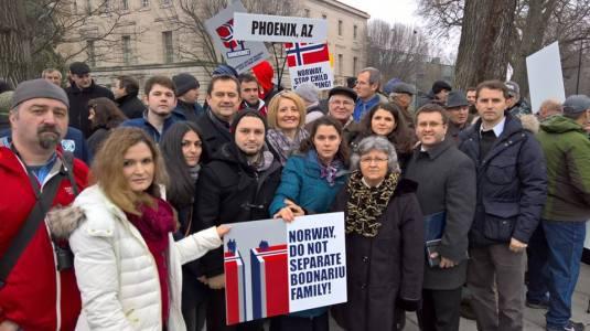 Florin si Michelle Campean cu Familia Bodnariu Protest Washington D.C. 8 ianuarie 2016