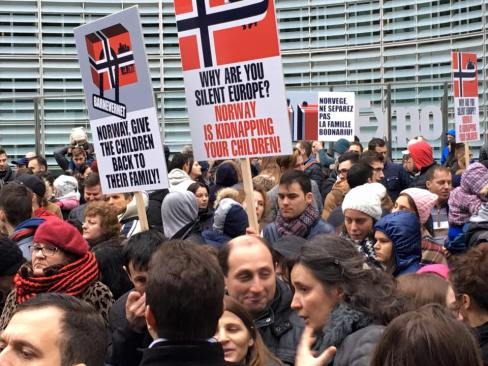 PROTEST Bruxelles Stop Barnevernet BODNARIU family