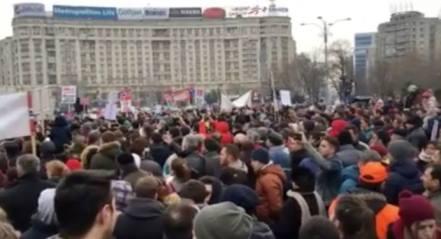 S-a cantat 'Dumnezeu e taria mea' in piata Victoriei Protest #BODNARIU