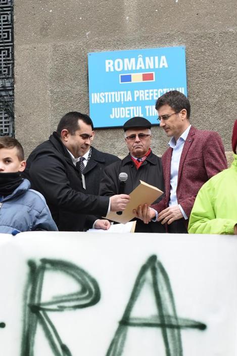 Samy Tutac Protest Timisoara Institutia Prefectului Judetul Timis