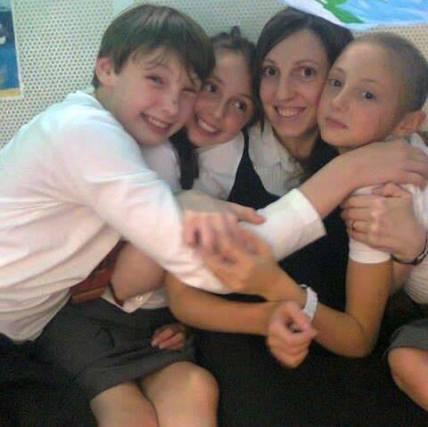 Andreea Bradeanu (Sutton) cu copiii