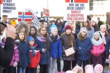 Ruben Filoti canta cu copiii Biserici Elim Bruxelles la Protest 12 feb Photo captura 1