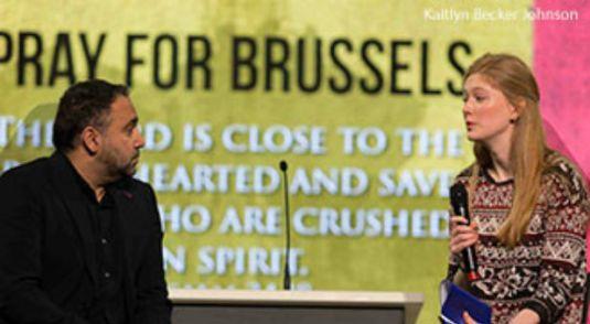 Patintii studentei belgiane Julia Young (in poza) au supravietuit atacul din Burxelles.