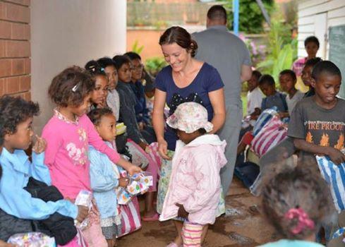""",,Îmbrăcăminte pentru 300 de copii"""" MADAGASCAR"""