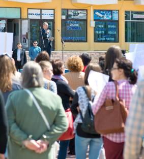 16 Aprilie 2016 Falati, Romania Protest pasnic pentru sustinerea familiei Bodnariu
