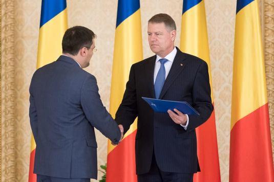 Iohannis Ghinea original_ceremonie_de_depunere_a_juramantului_de_investitura_a_domnului_cristian_ghinea_in_functia_de_ministru_al_fondurilor_europene_