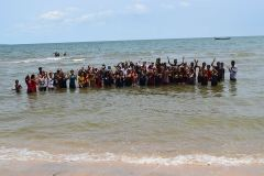 %22Misionari romani au facut 60 de botezuri in Cambogia%22 1