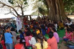 %22Misionari romani au facut 60 de botezuri in Cambogia%22 2
