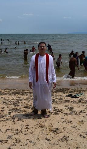 %22Misionari romani au facut 60 de botezuri in Cambogia%22