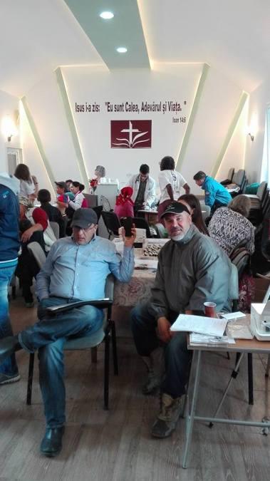 Tot satul vine la doctori in cladirea bisericii din satul Padureni Vaslui Foto Paul Marica