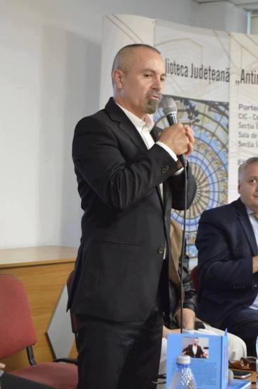 George Alexander Lansarea cartii RM VALCEA