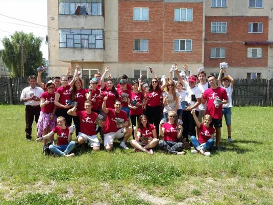 Douăzeci de tineri din Timișoara au slujit de Rusalii în Oltenia... Foto Samy Tutac