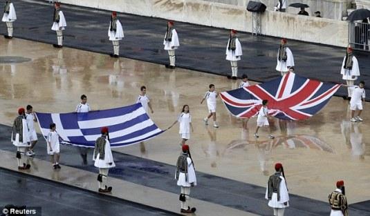 Olimpiada din Londra 2012 Steagurile Greciei si a Marii Britanii FOTO www.dailymail.co.uk