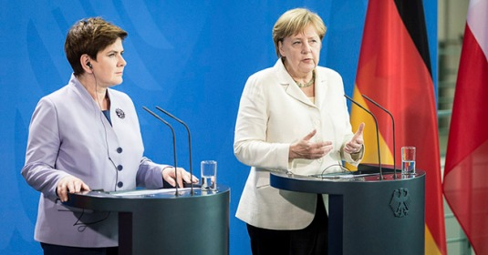 Polish Prime Minster Beata Szydlo with Germany's Chancellor Angela Merkel FOTO www.bundeskanzlerin.de