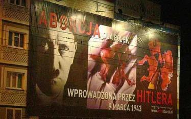 Reclamă stradală anti-avort în POlonia cu referire explicită la decretul nazist de liberalizare a avortului FOTO Telegraph.co.uk