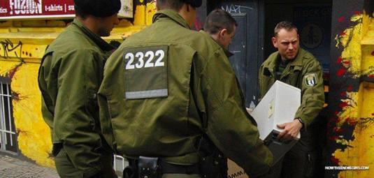 Poliția germană, DESCINDERI LA domiciliile unor persoane acuzate că au postat mesaje anti migranți pe facebook