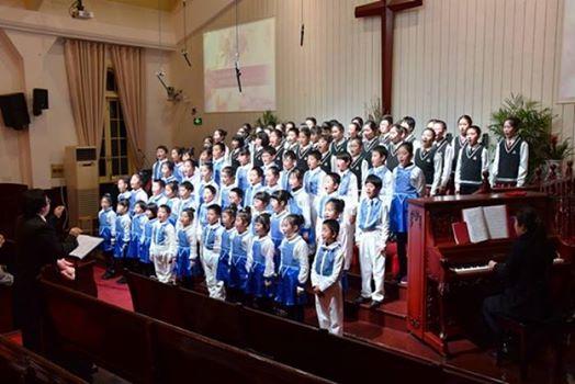 FOTO chinachristiandaily.com Cor de copii la o biserica din China