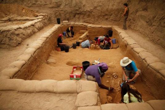 Phillistine cemetery discovered july 22 2016 Ashkelon Israel