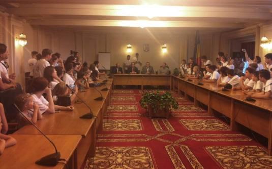 Portland Youth Choir la Parlament 4 iulie 2016 cu Mircea Lubanovici