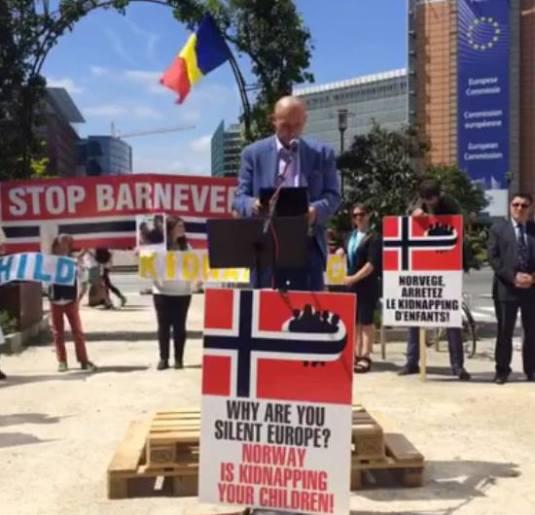 """PROTESTUL DE LA BRUXELLES ÎMPOTRIVA ABUZURILOR """"PROTECȚIEI COPILULUI"""", 9 iulie 2016 – Discurs Florin Barbu"""