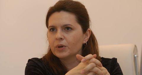 Ana Adriana Săftoiu (n. 11 septembrie 1967, Dej, județul Cluj) este un politician român, deputat PNL ales în legislatura 2008-2012, în circumscripția electorală nr. 31 Prahova, colegiul uninominal nr.7 (Urlați) și ziaristă. A deținut și funcția de consilier prezidențial și purtător de cuvânt al Președintelui României, Traian Băsescu (decembrie 2004-martie 2007).(Wikipedia)