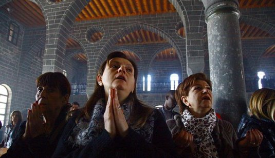 Diyarbakir's Christians suffer in margins of Turkey war www.al-monitor.com