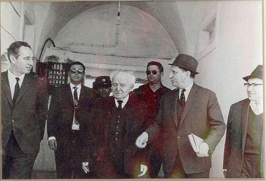 david-ben-gurion-fondatorul-israelului-cu-shimon-peres-fost-presedinte-al Israelului FOTO Flickriver.com