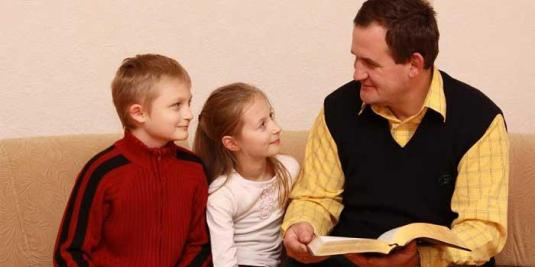 family-reading-bible FOTO Salvation Army NZ