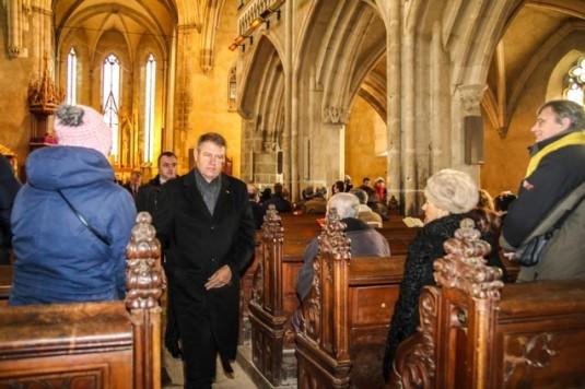 Klaus Iohannis, în Biserica Evanghelică din Sibiu (sursa foto - libertatea.ro)