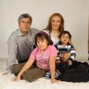 pastor-behnam-irani-with-family-foto-voice-of-the-persecuted