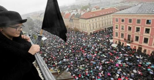 O celebrare a mortii, mii de femei au protesta in Polonia pentru dreptul de-a  isi ucide copiii nenascuti. FOTO www.filmsforaction.org