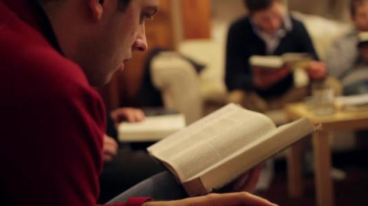 youngmenstudyingbible FOTO MoodyChurchofChrist
