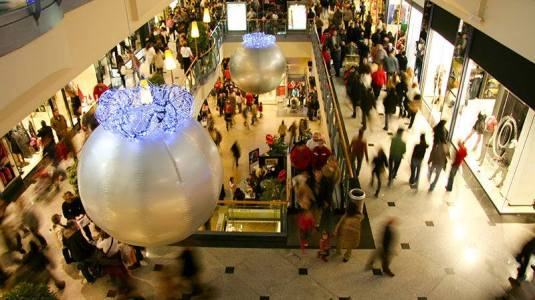 busy-mall-at-christmas