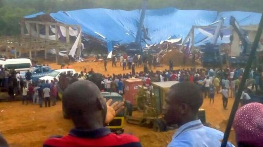 nigeria-roog-of-church-collapses-foto-the-sun