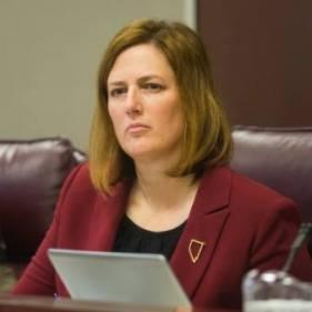 Senatorul de stat, Becky Harris