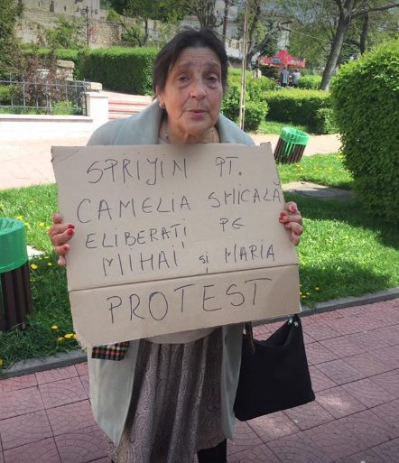 mama Cameliei Smicala protest Finlanda.jpg