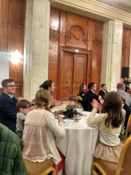 Familia Bodnariu Micul Dejun cu rugaciune foto viorel badea